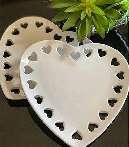 Prato Coração Vazado em Cerâmica