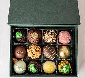 Caixa de doces finos sortidos com 12 unidades