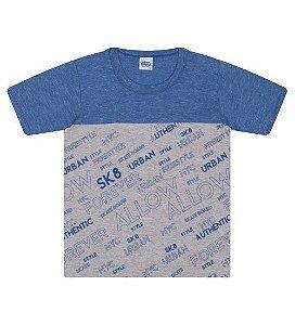 Camiseta Estampada na cor azul clássico e gola redonda