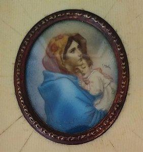 Antiga Pintura em Miniatura Assinada, Maternidade, com Vidro Bombê