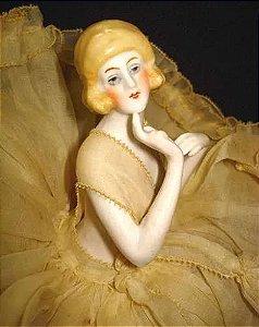Escultura Antiga em Porcelana Alemã, Original dos Anos 1920 - Half Doll com Vestido Original