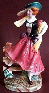 Escultura Figura Camponesa Porcelana Pintada A Mão, Royal