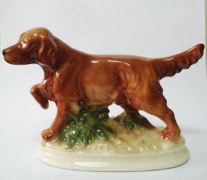 Escultura em Porcelana Inglesa, Figura de Cachorro, Kingston Pottery
