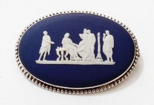 Camafeu Wedgwood, Broche com Figuras da Roma Antiga na Embalagem Original