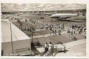 Brasília - Aeroporto, Avião Panair no Solo - Cartão Postal Fotográfico Antigo Original