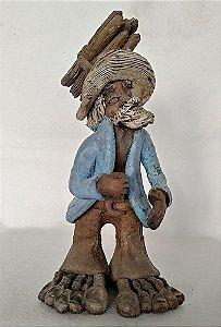 Escultura de Barro Policromada Assinada Ranilson - Homem Carregando Lenha