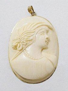 Excepcional Camafeu Antigo de Marfim, Moldura com Banho de Ouro