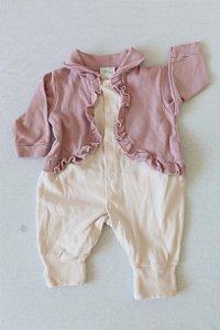 Macacão INFANT BABY com Pezinho Reversível e Bolero com Babados - Tamanho G