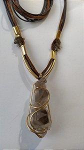 colar folheado a ouro quartzo fumê