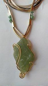 colar folheado a ouro pedra jade