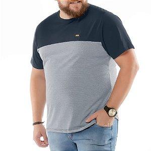 Camiseta Recortes e Bolso Plus No Stress Azul Marinho