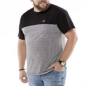 Camiseta Recortes e Bolso Plus No Stress Preta