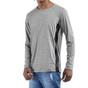 Camiseta c/ estampa e aplique Essence / Meia Malha No Stress Cinza/Preto