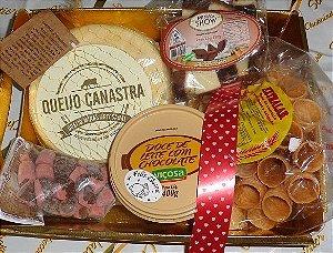 Caixa Bão demais! . Queijo Canastra , doce de leite viçosa chocolate e mais!