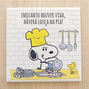 """Azulejo 15 x 15 - Snoopy """"Louça na pia"""" amarelo"""