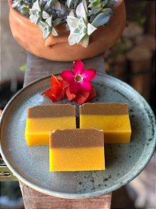 Sabonete 100% Natural Buriti Coco Oliva - Óleos Essenciais Canela e Laranja 130g