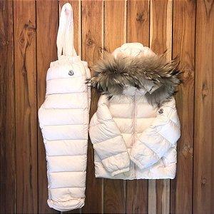 MONCLER conjunto jardineira e casaco acolchoado 4 anos pequena mancha na manga do casaco