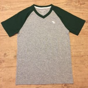 ABERCROMBIE camiseta cinza gola V e mg verde 11-12 anos