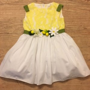 LATTE E BACI vestido branco e amarelo cinto margarida e limões c etiqueta 24 meses