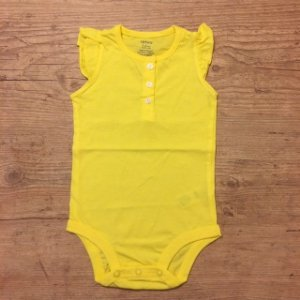 CARTERS body amarelo sem manga 12 meses