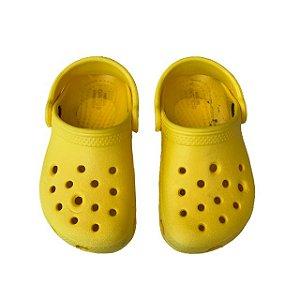 CROCS amarela USA 7 BRA 22