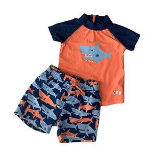 BABY GAP conjunto praia tubarão camiseta lycra laranja 6-12 meses e short tubarões 12-18 meses