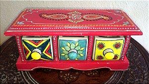 Gaveteiro de Madeira e Cerâmica Vermelha Indiana, Pintada a mão. 3 gavetas 25 comprimento X 12 altura X 11 largura.  Decorativo, bijuterias, temperos, etc...