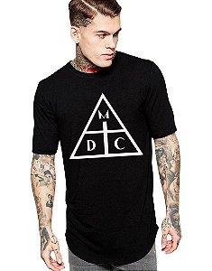 Camiseta Long Line Oversized Masculina Preta Damassaclan DMC Camisetas Barra Curvada - Camisetas Personalizadas/ Customizadas/ Estampadas/ Camiseteria/ Estamparia/ Estampar/ Personalizar/ Customizar/ Criar/ Camisa Blusas Baratas Modelos Legais Loja Online