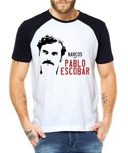 Camiseta Masculina Raglan Narcos Pablo Escobar Séries e Seriados - Personalizadas/ Customizadas/ Estampadas/ Camiseteria/ Estamparia/ Estampar/ Personalizar/ Customizar/ Criar/ Camisa Blusas Baratas Modelos Legais Loja Online