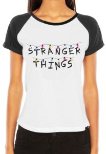 Camiseta Feminina  Stranger Things Séries e Seriados Raglan - Personalizadas/ Customizadas/ Estampadas/ Camiseteria/ Estamparia/ Estampar/ Personalizar/ Customizar/ Criar/ Camisa Blusas Baratas Modelos Legais Loja Online