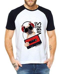 Camiseta Raglan Good Vibes Cachorro Música Fita k7 Mundo Engraçados Divertidos  - Personalizadas/ Customizadas/ Estampadas/ Camiseteria/ Estamparia/ Estampar/ Personalizar/ Customizar/ Criar/ Camisa Blusas Baratas Modelos Legais Loja Online
