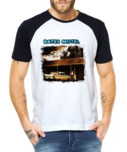 Camiseta Masculina Raglan Bates Motel Série Seriado - Personalizadas/ Customizadas/ Estampadas/ Camiseteria/ Estamparia/ Estampar/ Personalizar/ Customizar/ Criar/ Camisa Blusas Baratas Modelos Legais Loja Online