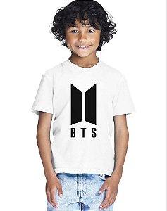 Camiseta Infantil Branca Menino Bts Bangtan Boys Logo Nova - Personalizadas/ Customizadas/ Estampadas/ Camiseteria/ Estamparia/ Estampar/ Personalizar/ Customizar/ Criar/ Camisa Blusas Baratas Modelos Legais Loja Online