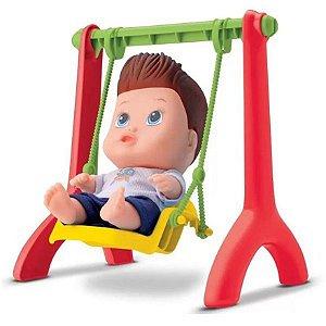 Boneco Bebe Little DOLLS Playground Menino com Balancinho 8100