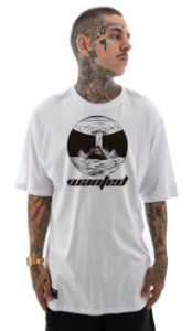 Camiseta Wanted - Alien Pyramid