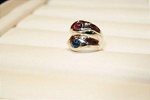 Anel de safira e rubi em ouro branco 18k
