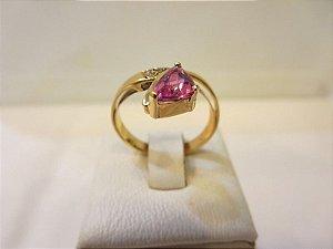 Anel de turmalina rosa em ouro amarelo 18k e brilhantes