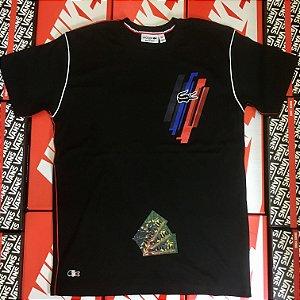"Camiseta Lacoste Line ""Black"" - Preto/Vermelho"