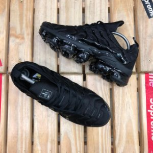 Tênis Nike Air VaporMax Plus - Triple Black