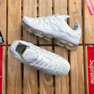 Tênis Nike Air VaporMax Plus - Triple White
