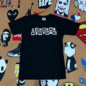 "Camiseta Supreme New York ""Cartoon"" - Preta"