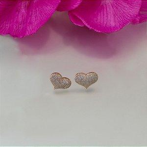 Brinco de coração dourado cravejado em zircônias cristais