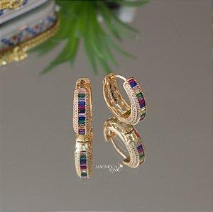 Brinco de argola dourado luxo com navetes rainbow e microzircônias