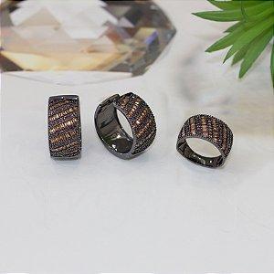 Anel ródio negro com cravação em navetes e zircônias chocolate