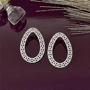 Brinco oval luxo ródio branco cravejado em zircônias cristais