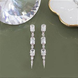 Brinco ródio branco com cristais geométricos