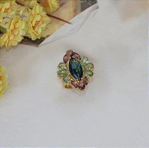 Anel dourado com cristal topázio azul, safira verde e ametista