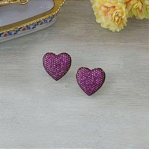 Brinco de coração dourado cravejado em zircônias rosa