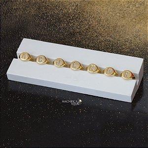 Anel de dedinho dourado com inicial