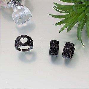 Anel em ródio negro com cravação em zircônias negras